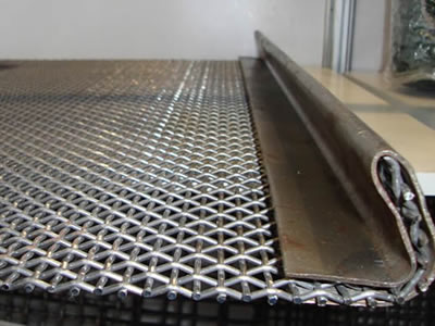 There is a vibrating screen element made of stainless steel crimped wire mesh.