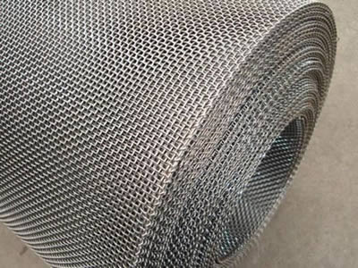 There is an incoloy 825 wire mesh roll with square holes.