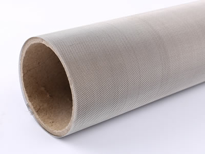 There is a plain weave stainless steel wire mesh roll.