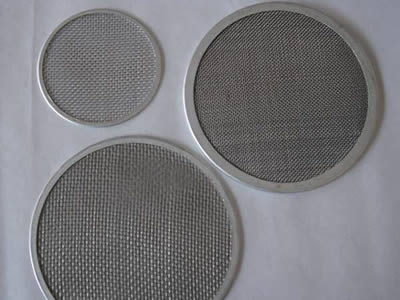 There are three tantalum mesh filter discs with different sizes.