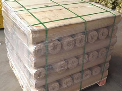 Many titanium wire cloth rolls wrapped with moisture-proof paper and plastic film are put on one pallet.