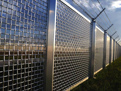 UNS31803 super duplex stainless steel wire mesh sheets are installed on roadside.